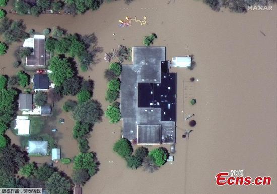 """""""灾难性""""大坝倒塌后,成千上万的人在密歇根州撤离"""