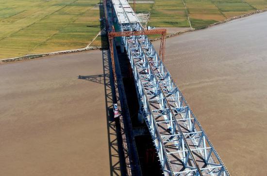 中国中部黄河上正在施工的桥梁