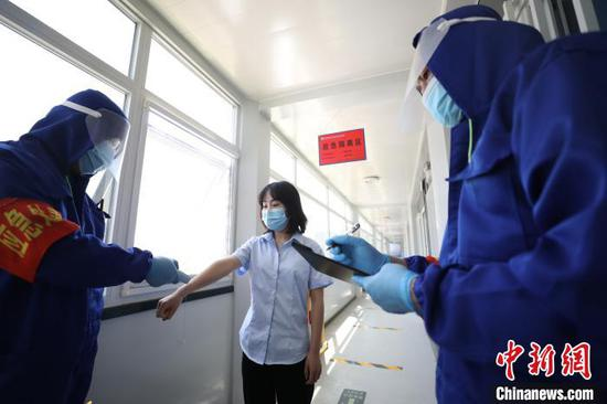 An emergency drill on COVID-19 prevention is held in Changping District, Beijing, May 19, 2020. (Photo/China News service)