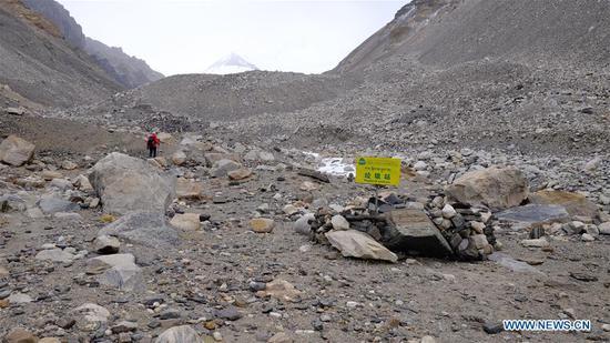 过渡营连接珠穆朗玛峰山的大本营和大本营