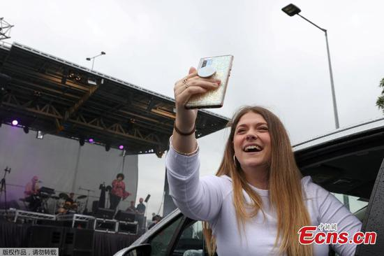 Fans enjoy drive-in concert in Sydney