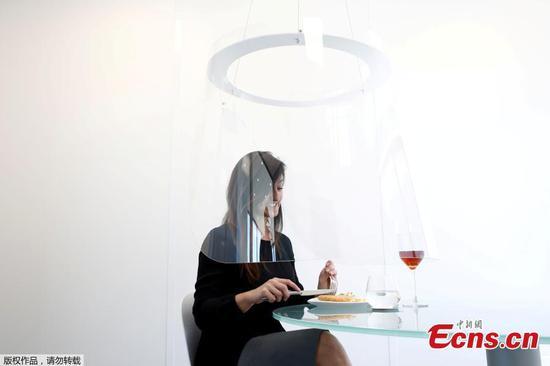 塑料吊舱为COVID用餐提供解决方案