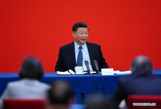 中国国家主席习近平,同时也是中共中央总书记,中央军事委员会主席,视察经济领域的国家政治顾问,出席在中国共产党第十三届全国委员会第三次会议上举行的联合小组讨论。 2020年5月23日在中国首都北京举行的中国人民政治协商会议(CPPCC)。习近平参加了讨论,听取了他们的意见和建议。中共中央政治局常委,全国政协主席汪洋也参加了会见。 (新华社/谢焕池)