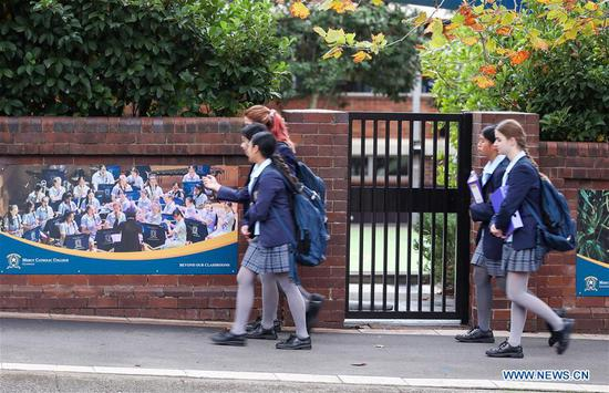 Aussie students return to school as restrictions ease