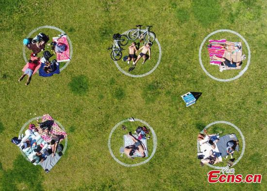 Social distancing circles drawn on grass at San Francisco parks