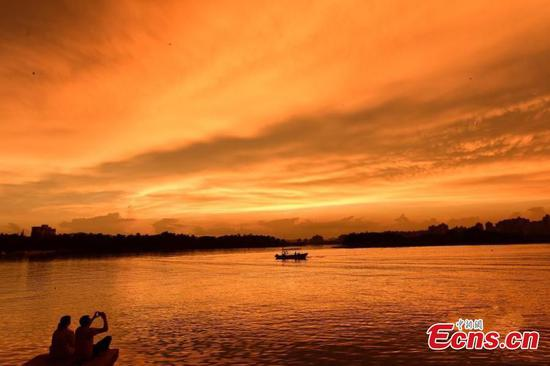 In pics: Beautiful sunglow in S China city