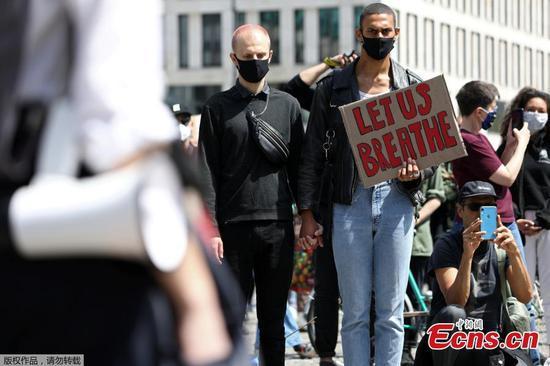 全球数千人抗议乔治·弗洛伊德之死