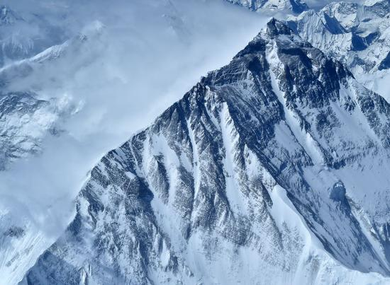 Mount Qomolangma, the world's highest peak, is seen in this aerial photo taken on May 14, 2020. (Xinhua/Chogo)