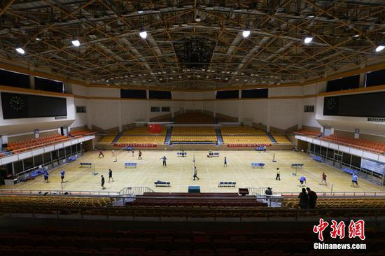 China's gymnasiums reopen as epidemic wanes
