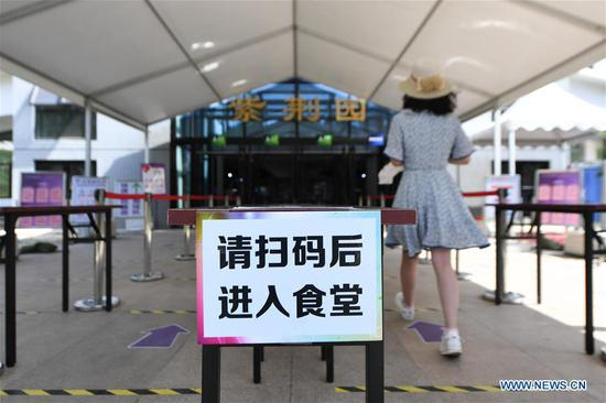 Photo taken on June 6, 2020 shows a sign reminding students to register their health information before entering a canteen in Tsinghua University in Beijing, capital of China. Graduating students of universities in Beijing are allowed to return to campuses gradually from Saturday, according to local authorities. (Xinhua/Ju Huanzong)