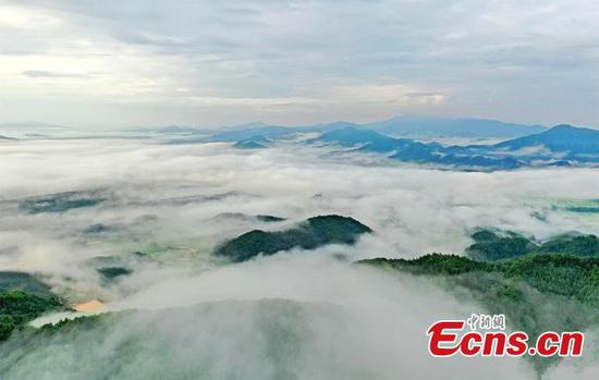 Sea of clouds scenery in E China county