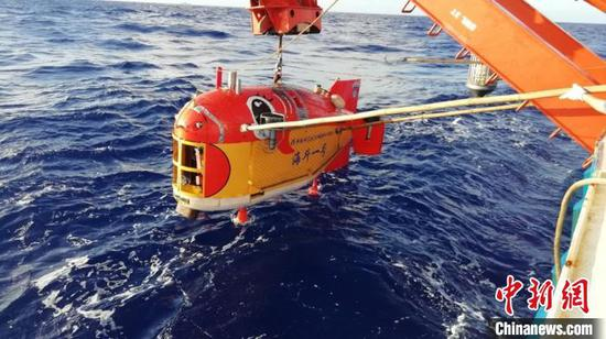 10,907 meters under sea! China's unmanned submersible sets new record
