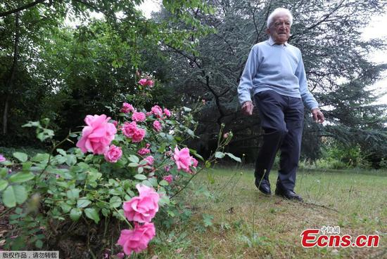 103-year-old man walking marathon to raise funds for COVID-19 research