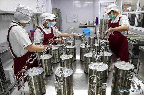 苏州工业园区社区为老年人提供送餐服务