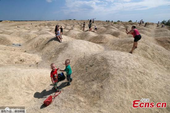Amazing martian landscape in Russia attracts visitors