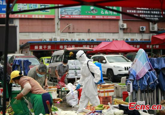 Disinfection operation conducted at produce markets in Hubei