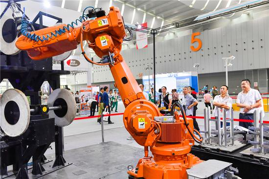 China's industrial robot production up 16.9% in May