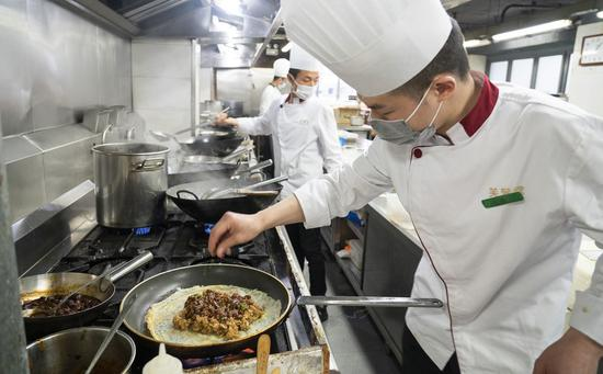 Wuhan provides financial support to restaurants