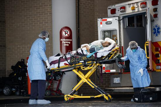 Medical workers transport a patient at George Washington University Hospital in Washington D.C., the United States, on April 27, 2020. (Photo by Ting Shen/Xinhua)
