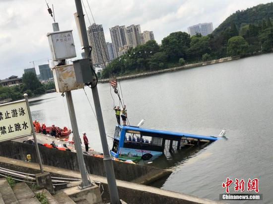 2nd LD-Writethru: 21 dead, 16 injured after bus plunges into lake in southwest China