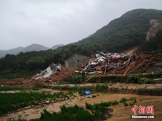 Landslide buries 9 in China's Hubei