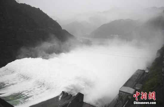 Major reservoir opens spillways first time in 9 years to discharge flood in east China