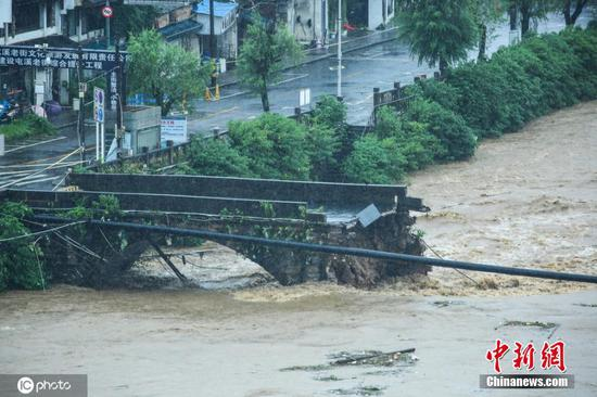 Flood destroys ancient bridge in east China