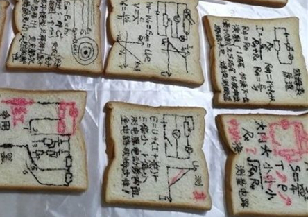 Teacher makes Doraemon toast for students taking exams