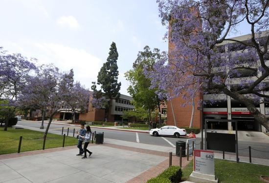 Two Chinese students walk on the campus of the University of Southern California in Los Angeles, California, the United States, June 3, 2019. (Xinhua/Li Ying)