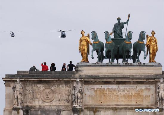 法国在大流行中庆祝Bastille Day