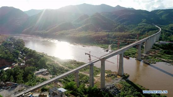 China-Laos railway completes both cross-Mekong River bridges' beam installation