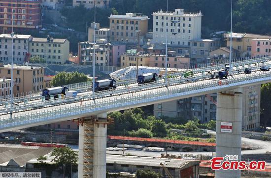 新的热那亚大桥在就职典礼之前接受了静态测试操作