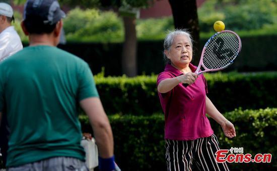北京降级COVID-19紧急响应级别后,公园见证了更多游客