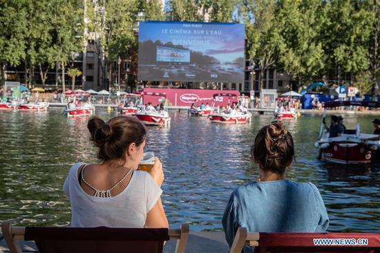 """在法国巴黎举行的""""水上电影""""活动"""