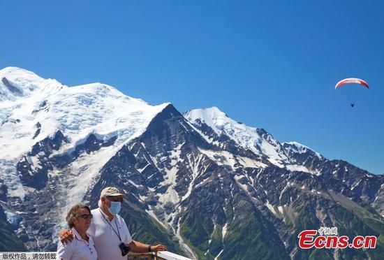 法国的勃朗峰山重新向游客开放