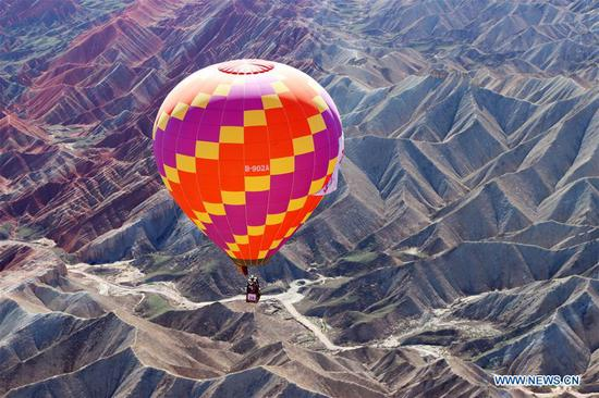 International hot air balloons festival opens in Gansu