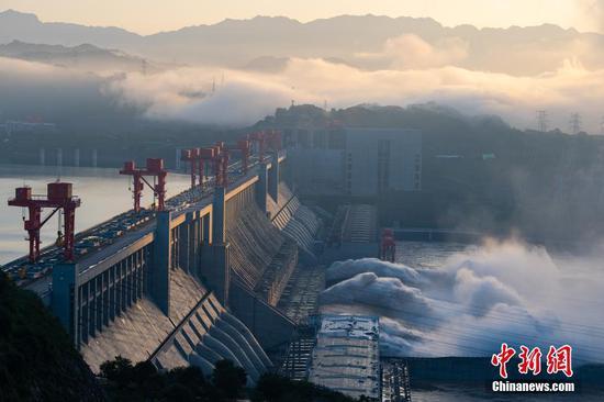 湖北三峡大坝泄洪