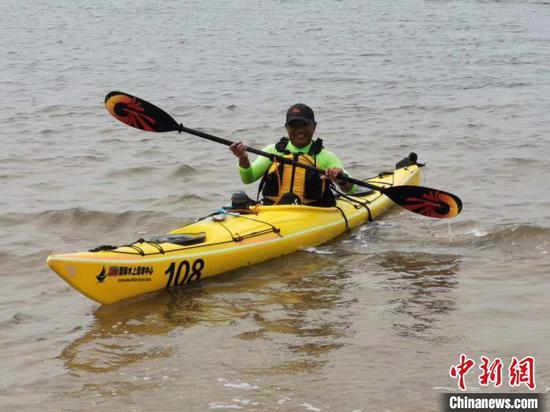 Chinese explorer makes solo kayak crossing of Bohai Sea