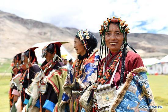 西藏精美的普兰民族服饰已有1000年的悠久历史