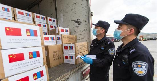 Mongolia receives 30,000 face masks from China-initiated int'l energy organization