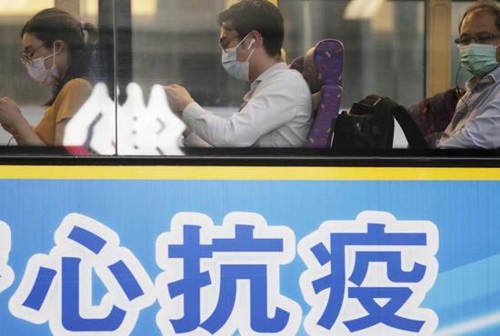 People wearing masks take a bus in the Central area of Hong Kong, south China, July 27, 2020. (Xinhua/Wang Shen)