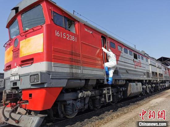 China's largest land port sees more China-Europe freight trains