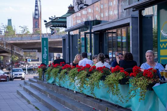 People dine at a restaurant patio in central Stockholm, capital of Sweden, on Aug. 9, 2020. (Photo by Wei Xuechao/Xinhua)