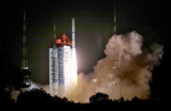A Long March 2C rocket sends the HY-1D satellite into space at Taiyuan Satellite Launch Center, Shanxi province, on June 11, 2020. [Photo/Xinhua]