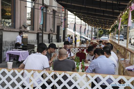 Chinese restaurant adjusts to outdoor dining in COVID-19 pandemic