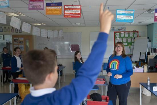 在COVID-19挑战中,学校将在全球重新开放