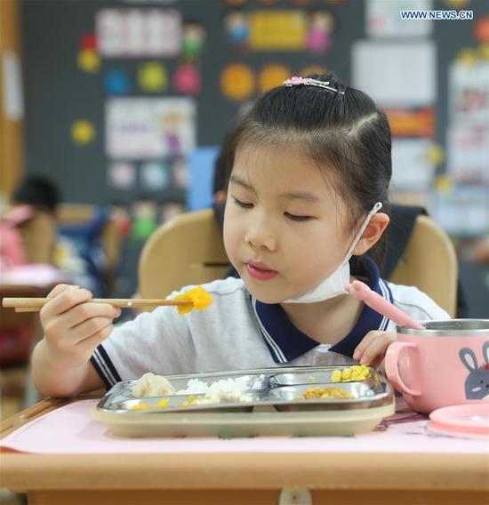 中国各地的学校从小就培养孩子们珍惜食物的意识