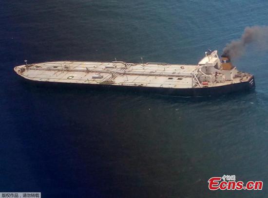 斯里兰卡外的超级油轮大火