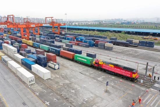 Aerial photo shows a China-Europe freight train ready to leave the Tuanjiecun Station in Chongqing municipality, Southwest China, April 3, 2020. [Photo/Xinhua]