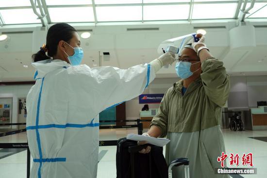 来自加拿大的中国旅客需要COVID-19负面证明
